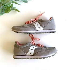 Saucony Jazz Low Pro Grey And Pink Sneakers